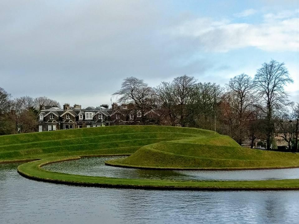 Ландшафтный парк скульптур, Ч.Дженкс. Шотландская национальная галерея современного искусства, Эдинбург. Фото автора