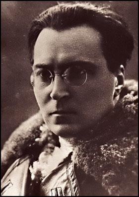 Виктор Серж