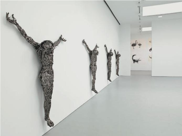Адель Абдессемед. «Декор». 2011–2012. Колючая проволока