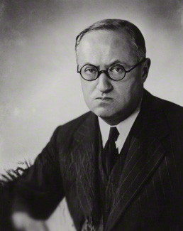 <b>Льюис Бернстей Нэмир,</b><i>английский историк.</i>
