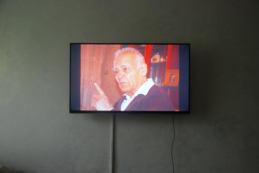 "Эрбосын Мельдибеков. Точка 39°20'38.7380""N, 72°52'39.3575""E3. 2015. Видеоинсталляция © Rossi & Rossi Gallery (Лондон,"