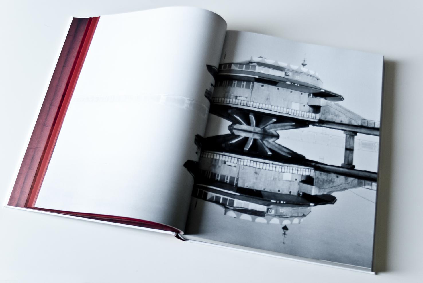 Книга Фредерика ШобанаCosmic Communist Constructions Photographed