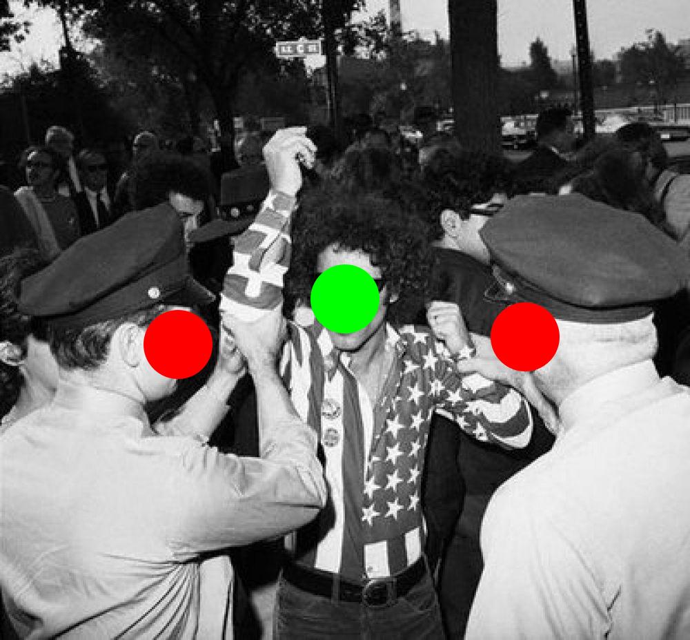 """Задержание Эбби Хоффмана. Архивное фото из промо-материалов к спектаклю """"Отель Калифорния"""""""