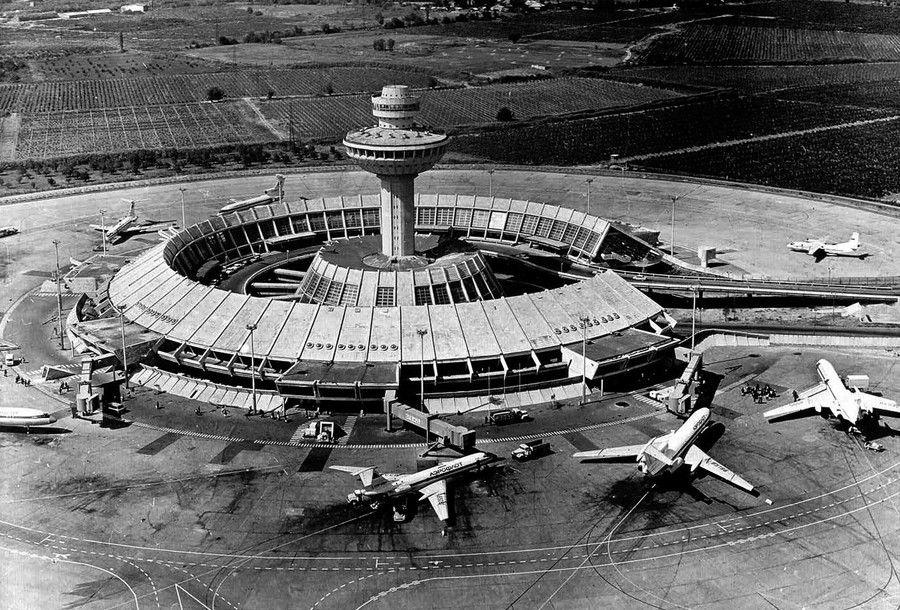 Международный аэропорт Звартнотц, Ереван, 1980. Архитекторы:А. Тарханян, С. Хачикян, Л. Черкезян, Ж. Шехлян, А. Тигранян