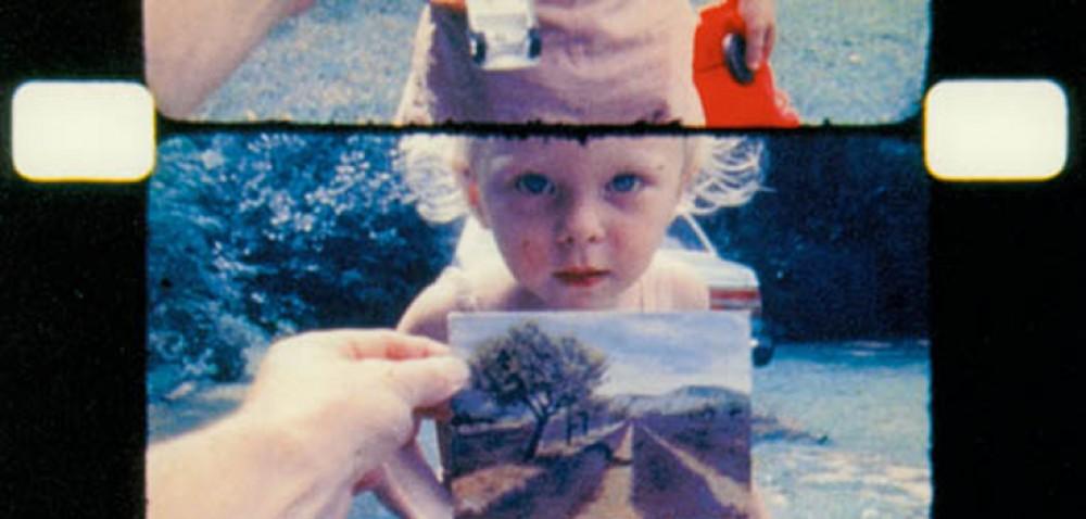 Кадр из фильма<i>As I Was Moving Ahead Occasionally I Saw Brief Glimpses of Beauty. </i>Йонас Мекас. 2000