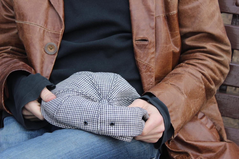 До этого Кирилл Медвевев носил отцовскую шляпу, но её испортила такса. К новой сложно привыкнуть. Фото - Анастасия Бурцев