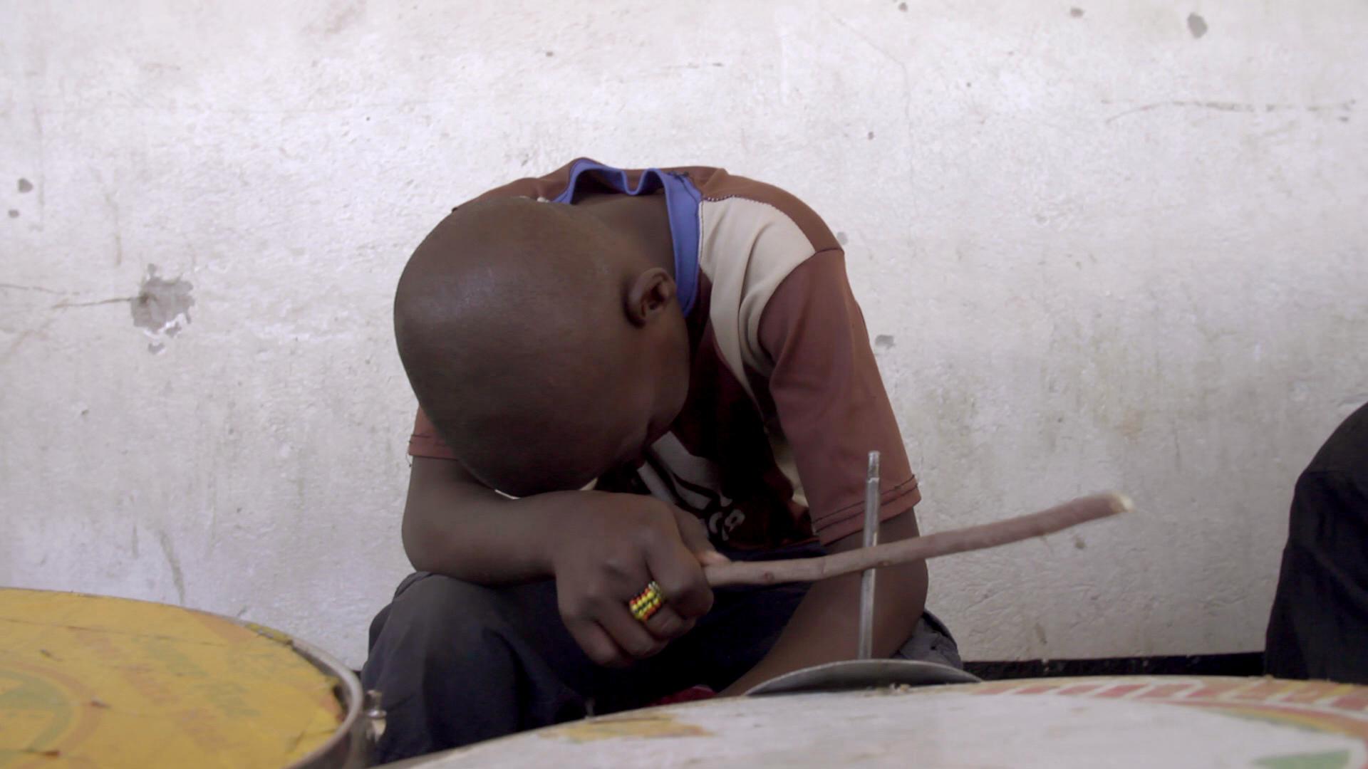 <b>Великобритания, Зимбабве – 28 минут</b> | Режиссер А.а.в. Амази | Российская премьера
