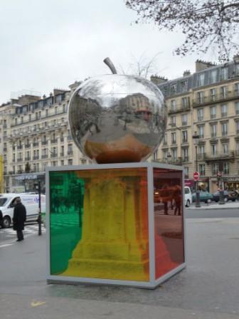 «Четвёртое яблоко», скульптура, созданная художником Фрэнком Скрути, памятник Ш. Фурье